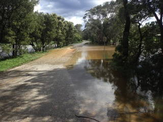 floods-14sep2016-old-coach-road-p9140489web600x400